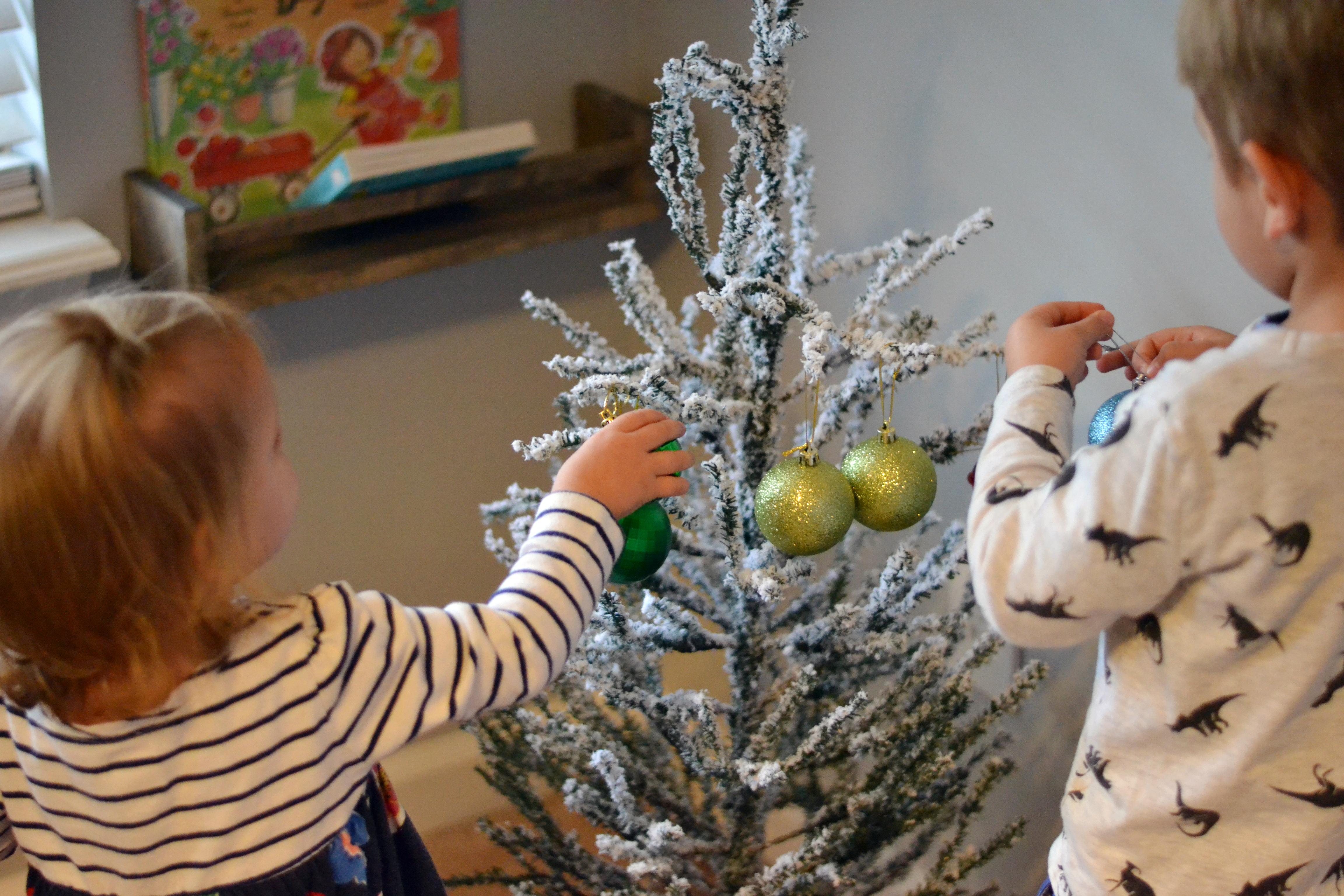 Easy pretend Christmas  tree for children